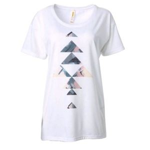 Lucy white short sleeve tee with triangle front